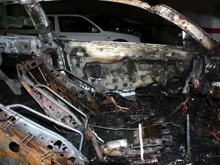 Imatge d'un cotxe cremat (Foto: ACN)