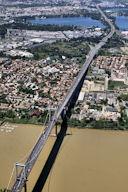 Vue aérienne pont d'Aquitaine et Bordeaux Lac