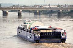 Barge Breuil A380 arrivant au pont Saint Jean de Bordeaux |  photo 33-bordeaux.com