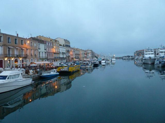 Blaue Stunde: am ersten Abend in Sète. © Foto: akr