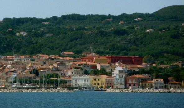 Blick auf Carloforte/Isola San Pietro bei der Ankunft. ©Fotos: Anne-Kathrin Reif