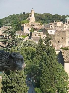 Blick vom Schloss aus auf Lourmarin. ©Foto: akr