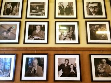 Galerie der berühmten Gäste in La Coupole. ©Foto: Anne-Kathrin Reif