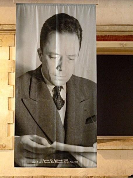 Camus im Jahr 1952 – aus der Camus-Ausstellung in Aix-en-Provence 2013. ©Foto: Anne-Kathrin Reif