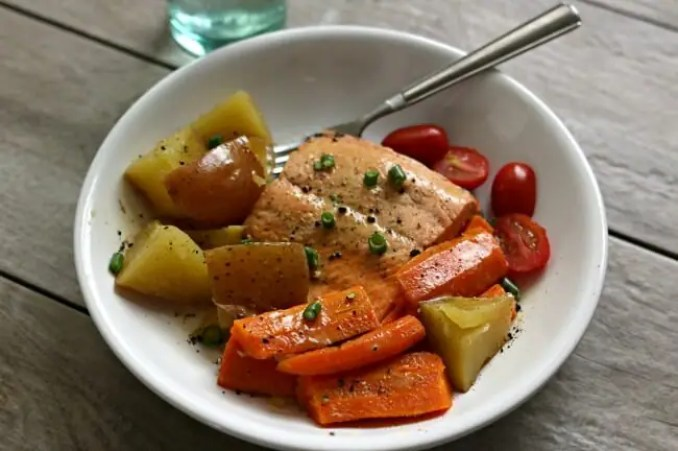 Bilderesultat for salmon and potatoes and carrot