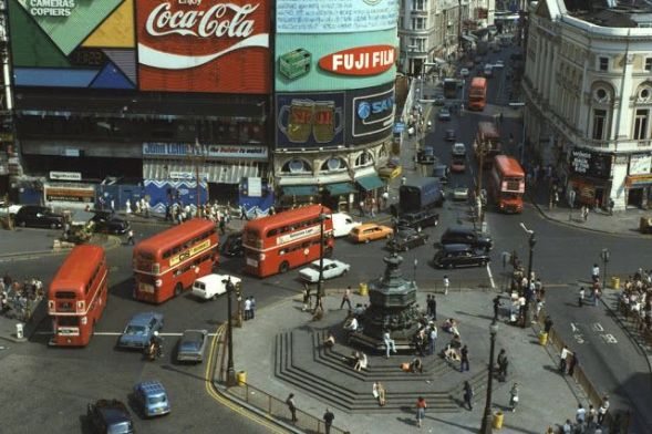 London Traffic (Piccadilly Circus) - 1973