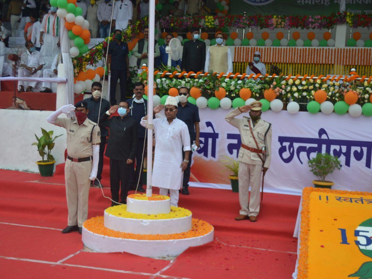 रायपुर : मंत्री गुरू रूद्र कुमार ने किया मुंगेली जिला मुख्यालय में ध्वजारोहण