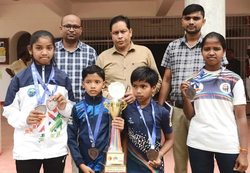 राष्ट्रीय प्रतियोगिता : 40 मैडल जीतकर खिलाड़ियों ने कलेक्टर से की मुलाकात