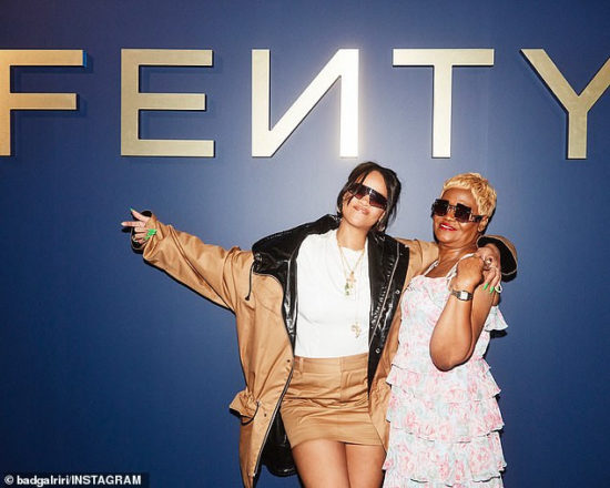 Rihanna promotes new Fenty fashion line with her mom (Photos)