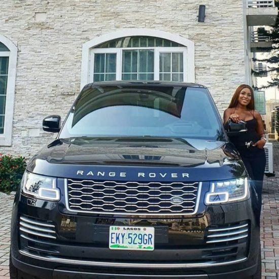 Linda Ikeji shows off her 2020 Range Rover Autobiography 1