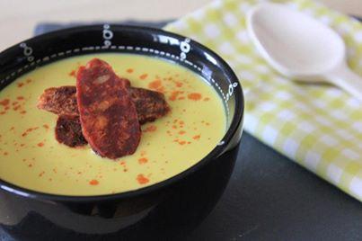 Soupe de maïs et chips de chorizo