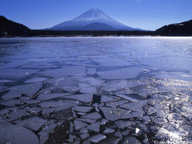 砕氷の富士/精進湖