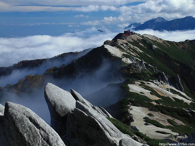 奇岩と雲海/燕岳