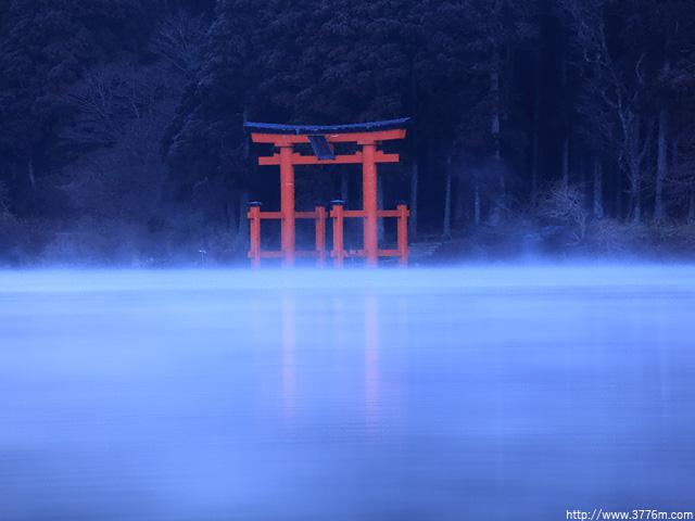 神秘の赤鳥居/元箱根