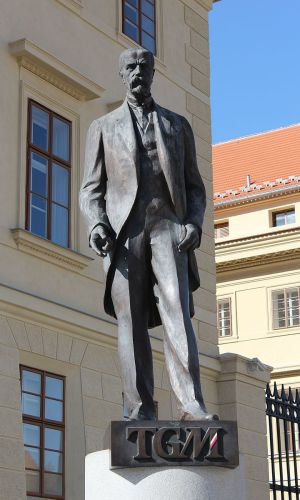 800px-Statue_of_Masaryk_in_Prague,_Apr_2012
