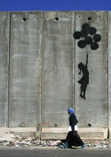 banksy-westbank-wall-balloon-girl