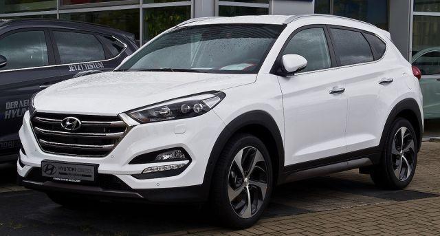 Hyundai_Tucson_2.0_CRDi_4WD_Premium_(III)_–_Frontansicht,_5._September_2015,_Düsseldorf.jpg