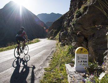 Galibier, Glandon, Croix de Fer, Madeleine…découvrez la Maurienne à vélo !