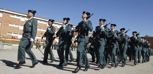 Desfile-Guardia-Civil_ECDIMA20140707_0018_16 Plantilla respuestas examenes oposicion Guardia Civil 2017