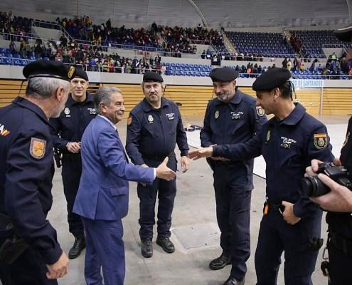 Revilla expresa su apoyo y reconocimiento a la labor del Cuerpo de Policia Nacional Cantabria