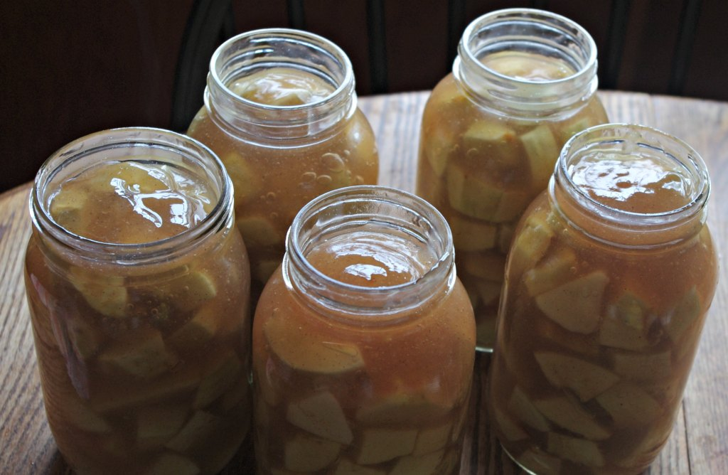 Canned Apple Pie filling, canning apple pie, canned apples, using apples, too many apples, apple recipes,s touring apples