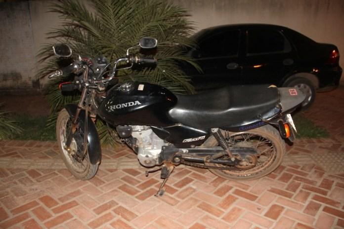 Moto foi levada para a delegacia e depois restituída ao proprietário – Foto: Alexandre Lima