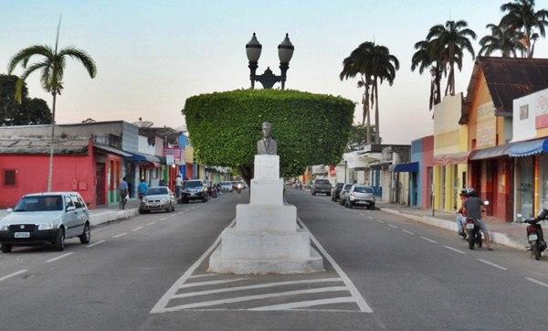 Vista frontal de parte da Avenida Prefeito Rolando Moreira/ Imagem Chiquinho Chaves