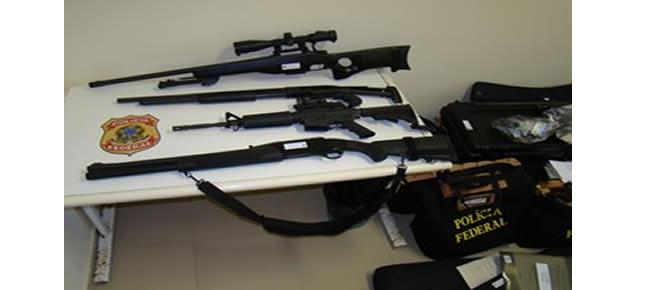 Armas apreendidas durante a operação Hecatombe (Foto: Divulgação/Polícia Federal)