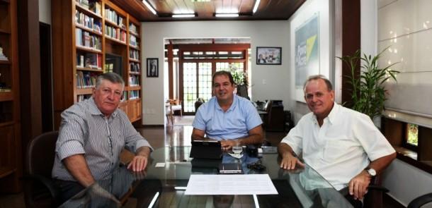 Fornecedor da Trevisan em reunião com o governador Tião Viana e o vice governador César Messias (Foto: Sérgio Vale/Secom)