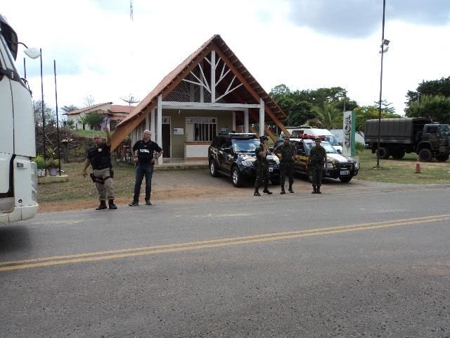 Essa operação reuniu dezenas de policiais-BR 317. A Blitz ENAFRON