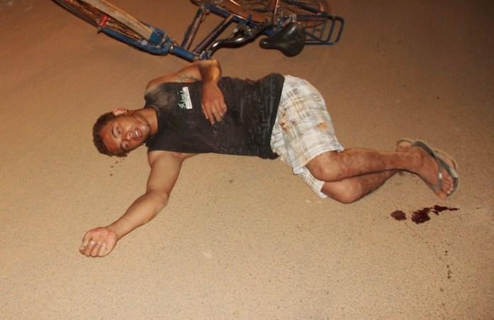 Homem foi localizado caído no meio da rua e levado ao hospital de Brasiléia – Fotos: Alexandre Lima