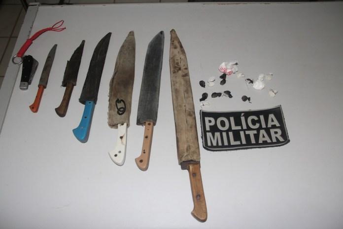 Armas brancas e droga foram retiradas de circulação durante blitz no ramal do km 84 – Foto: Alexandre Lima