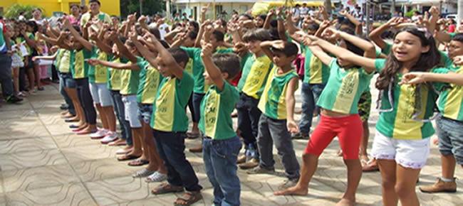estudantes da Escola Estadual Íris Célia