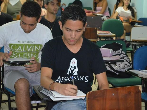 Igor Pinheiro terminou relacionamento para se dedicar apenas aos estudos (Foto: Tácita Muniz/G1)