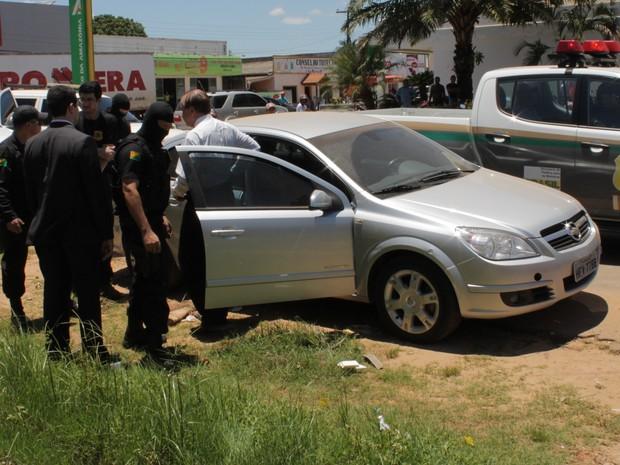 Após ser ouvido na delegacia, o suspeito foi transferido para uma sala no Comando da Polícia Militar em Rio Branco.