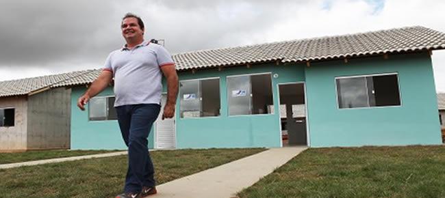 Governador Tião Viana acompanha a conclusão das obras da primeira casa do empreendimento Cidade do Povo. (Foto: Sérgio Vale/Secom)
