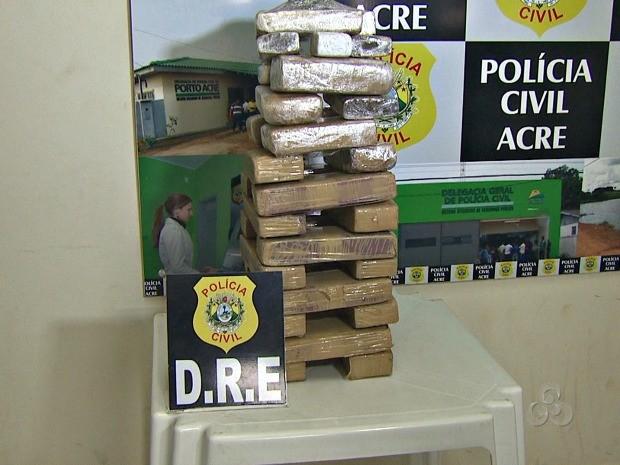 Mais de 20 kg de maconha foram apreendidos  (Foto: Reprodução/TV Acre)