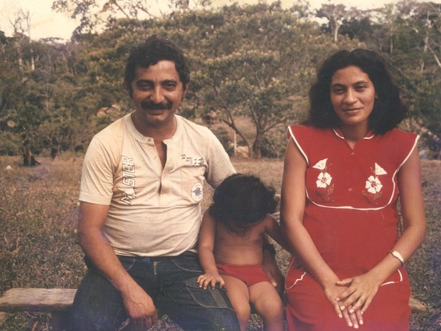 Chico Mendes ao lado da mulher e da filha Elenira (Foto: Arquivo de família)