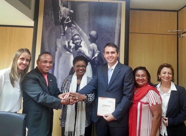 Rio Branco é o primeiro município a assinar adesão ao Sistema Nacional de Promoção da Igualdade Racial – Dep. Sibá prestigia o evento!
