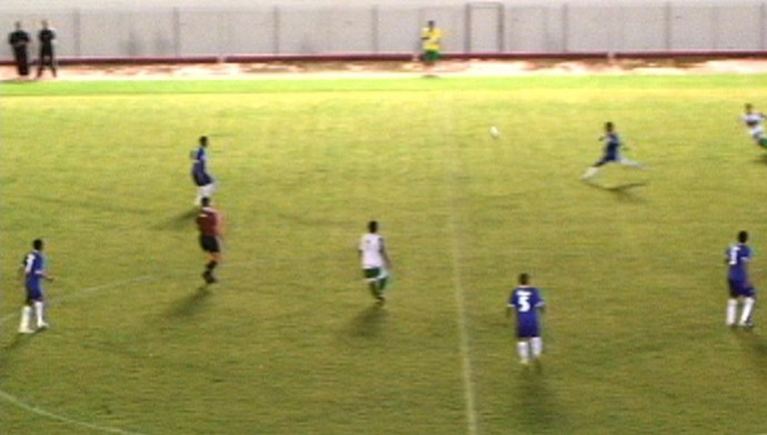 Gol de antes do meio-campo e de primeira de Gessé ganhou repercussão mundial (Foto: Reprodução )