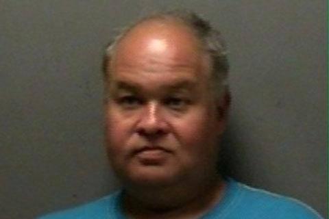 Lonnie estava alcoolizado no momento do ato, e foi indiciado por intoxicação em público Leia mais em: http://www.techmestre.com/homem-e-preso-ao-ter-relacao-intima-com-caixa-eletronico-e-mesa-de-piquenique.html#ixzz32LvMIAhB
