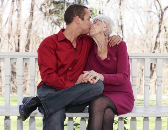 Kyle Jones e Marjorie McCool têm diferença de 61 anos