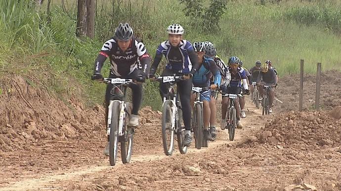 62 atletas particiapram da 2ª etapa do Acreano de Mountain Bike (Foto: Reprodução/ TV Acre)