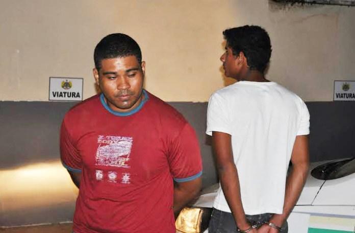Após a prisão os assaltantes foram reconhecidos por algumas vítimas e encaminhados à delegacia/Foto: Selmo Melo