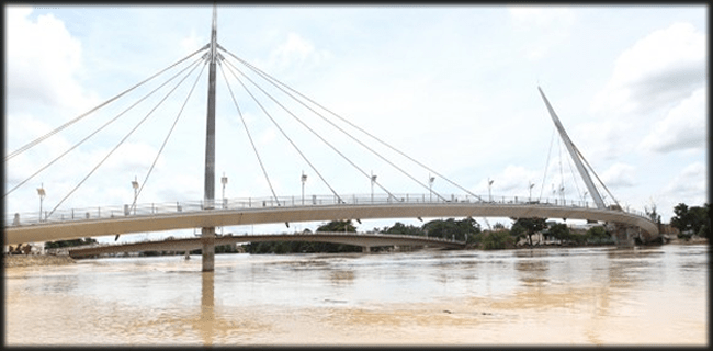 Às 9 horas, o nível do Rio Acre chegou a 16,20 metros (Foto: Luciano Pontes/Secom)