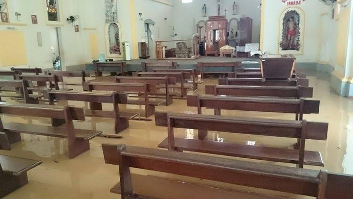 Água chegou pela primeira vez na igreja do município de Xapuri, cidade natal do lutador Bodão, do UFC (Foto: Kenny Roger/Arquivo Pessoal)