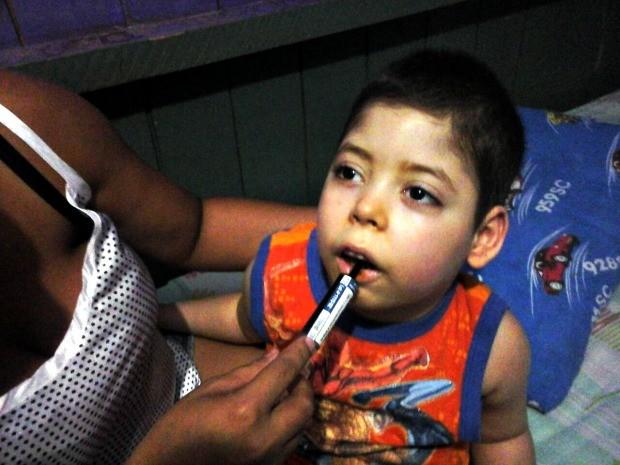 Família espera que medicamento à base de maconha melhore qualidade de vida do garoto de 3 anos (Foto: Jessé Manasfi/Arquivo Pessoal)