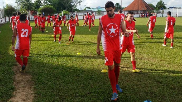 Zagueiro Martinez (frente) deve ser poupado na partida contra o Náuas (Foto: Duaine Rodrigues)