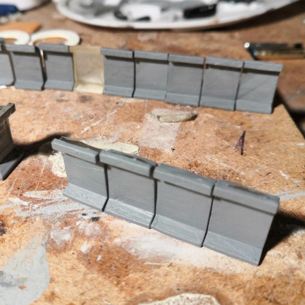 Perronkeerwanden H0 beschilderd in betonlook