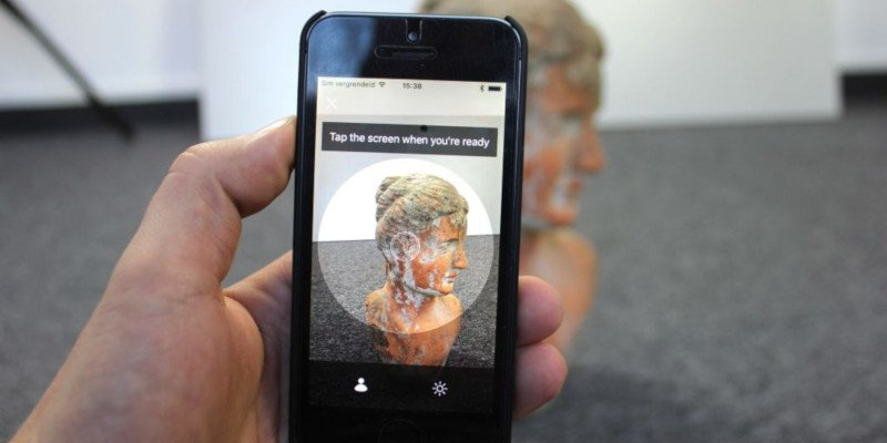 trnio 3d scanner app scanning a statue